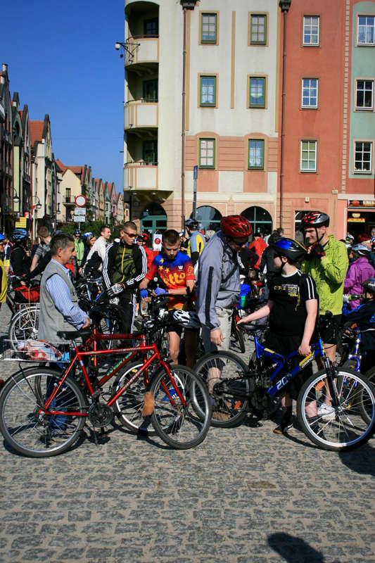 """ZDJĘCIE: 2011-05-07 Rajd rowerowy """"Nie ruszaj bez kasku"""" fot.M.Bialecki"""