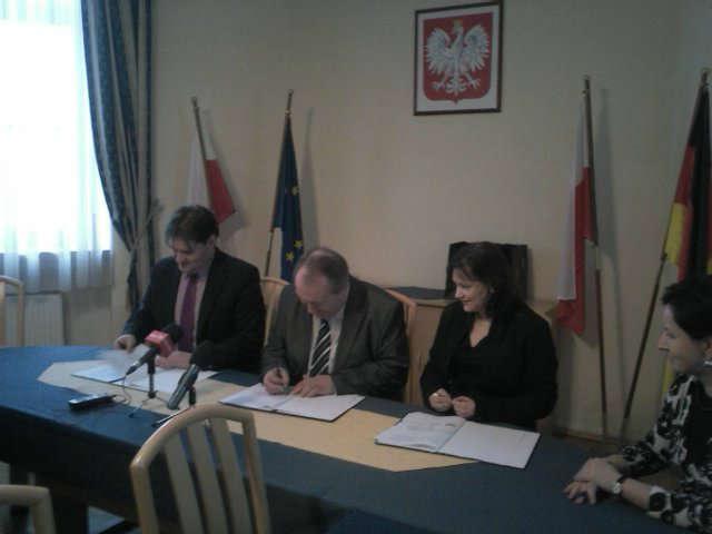 21-12-2012-umowa-trojstronna-pwsz