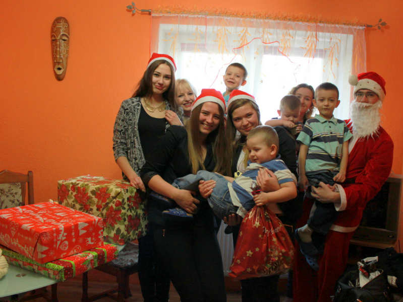 2013-12-24-swiateczna-pomoc-glogowskich-licealistow@Glogow-IMG_9012
