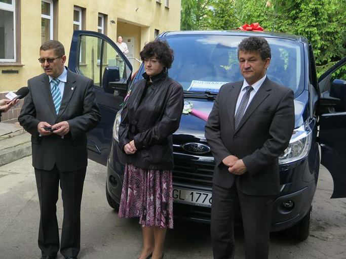 zdjęcie 2014-05-15-przekazanie-nowych-busow-dla-osób-niepełnosprawnych-@Głogów-001
